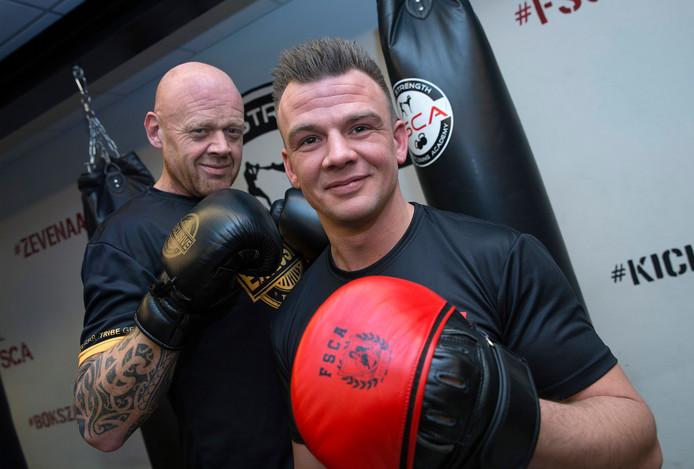 Bart Letzen (rechts) van sportschool Fight Strength & Conditioning Academy geeft ondernemers kickbokslessen.