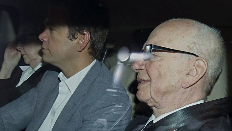 Rupert Murdoch en zijn zoon Lachlan. Beeld afp