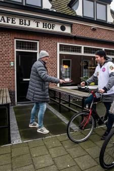 Kroegentocht om Westlandse cafés hart onder riem te steken: 'Soms mis je zelfs de lastige klanten'