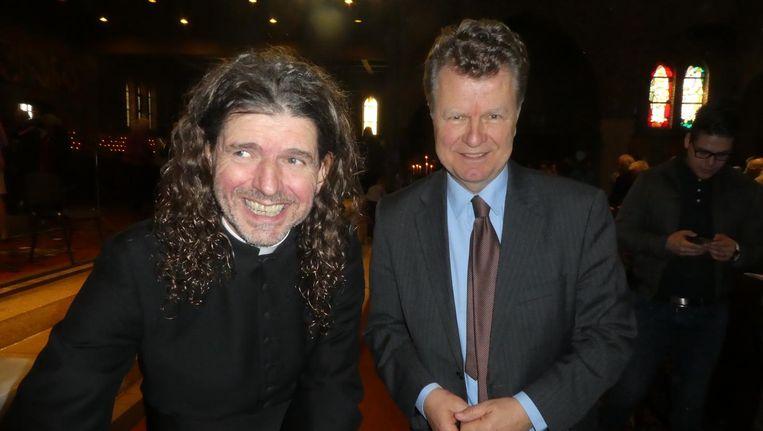 Pastor Pierre Valkering op zijn boekpresentatie samen met oud-politicus Boris Dittrich. Beeld Hans van der Beek