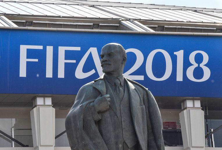 Zelfs Lenin ontsnapt niet aan de WK-gekte.