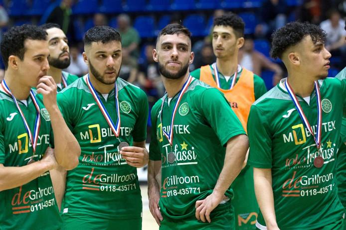Salim Sandee, Mourad Azzanagui, Brahim Eisati, Abdoe Abdenbi (op de achtergrond) en Hicham El Kaddouri (van links naar rechts) treuren na de verloren bekerfinale tegen FC Eindhoven.