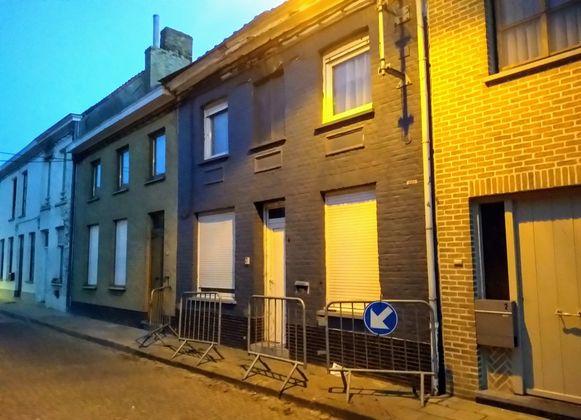 Het pand in de Kerkstraat 4 in Oostvleteren staat op instorten.