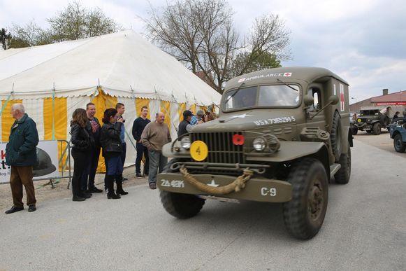 Er was ook een optocht van oude legervoertuigen.