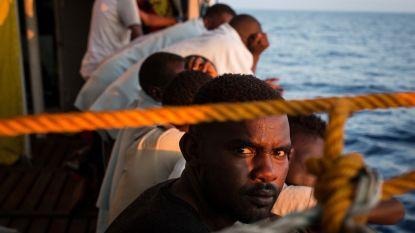94 migranten weigeren schip te verlaten in Libië omdat ze naar Italië willen