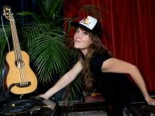 Beuningse singer-songwriter Marike Jager  is terug: 'Drie kinderen hebben, dat is pas rock & roll'
