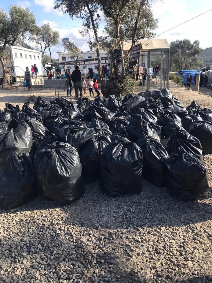Vrijwilligers van Because we Carry spannen zich in voor de vluchtelingen op Lesbos