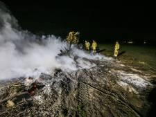 Boer steekt snoeiafval aan in Vlierden op niet toegestaan tijdstip, brandweer rukt groots uit