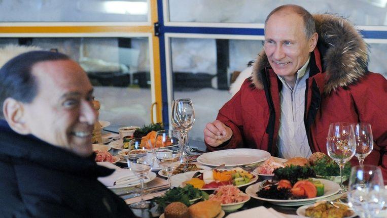 Berlusconi en Poetin tijdens hun diner in Sochi. Beeld ap