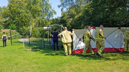 Feestje in Nederlandse speeltuin loopt fout: buurtbewoners verdenken man van betasten vierjarig meisje en slaan hem dood