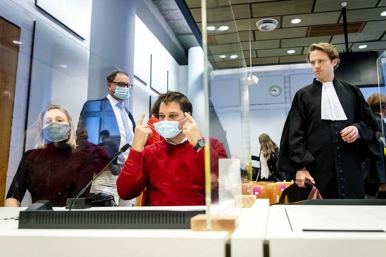Horecaondernemer Michael Meeuwisse en advocaat Simon van Zijll in de rechtbank.  Beeld ANP
