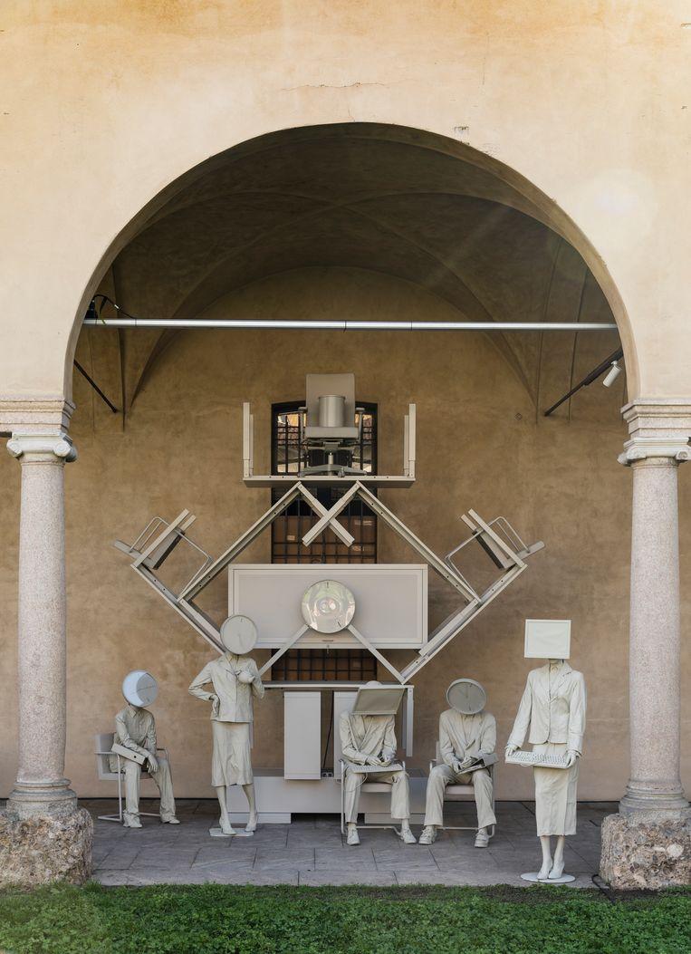 'Nothing New'-installatie met tweedehands Lensvelt-meubilair, vormgegeven door Maarten Spruijt. Beeld Jan Willem Kaldenbach