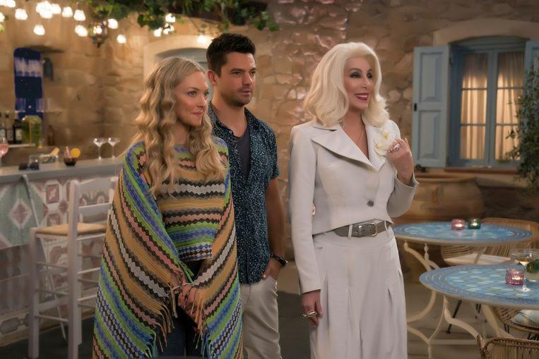 Van links naar rechts: Amanda Seyfried, Dominic Cooper en Cher in Mamma Mia! Here We Go Again. Beeld AP