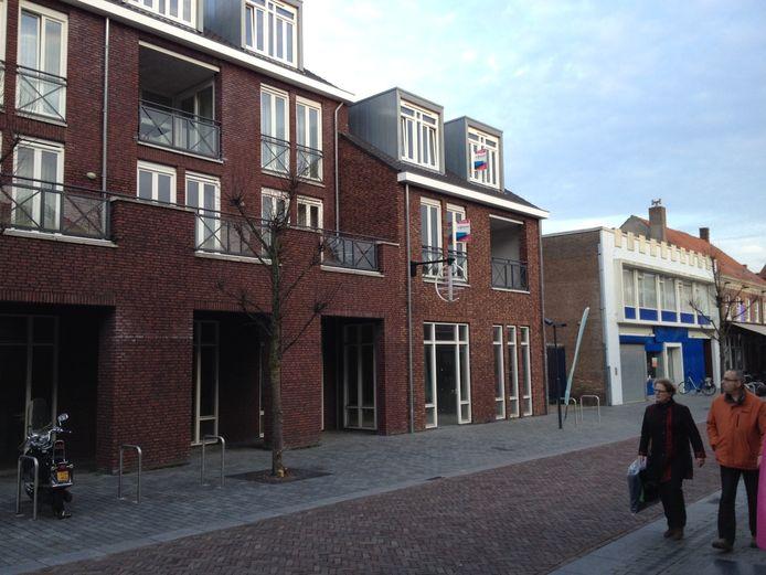 Het gebouw Hermétage met rechts daarvan de voormalige elektronicazaak, die ook door Den Ouden is gekocht.