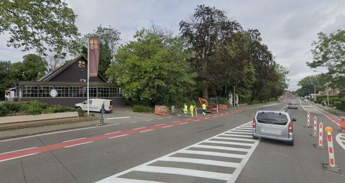 Het tijdelijk eenrichtingsverkeer op de Doorniksesteenweg richting stadscentrum van Kortrijk start ter hoogte van restaurant Colmar en loopt tot de Wallemolenstraat. Archiefbeeld Google Maps