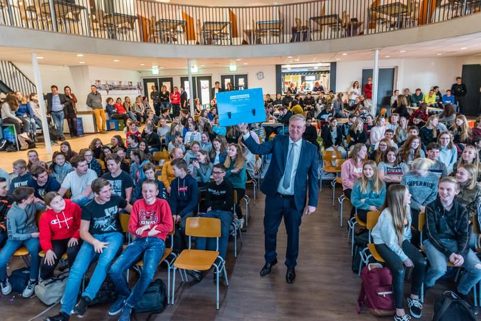 Thijs Jan van der Leij, conrector van het Farel College, is in zijn sas met de beoordeling van zijn school.