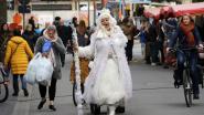 Winterbraderij trakteert bezoekers op straatanimatie en modeshow