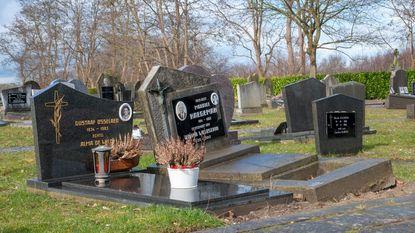 Tientallen graven plots verzakt