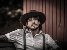 Hoe 'Mol' Rob Dekay nu zijn échte gezicht laat zien via nieuwe muziek: 'Ook BN'ers hebben donkere wolken'