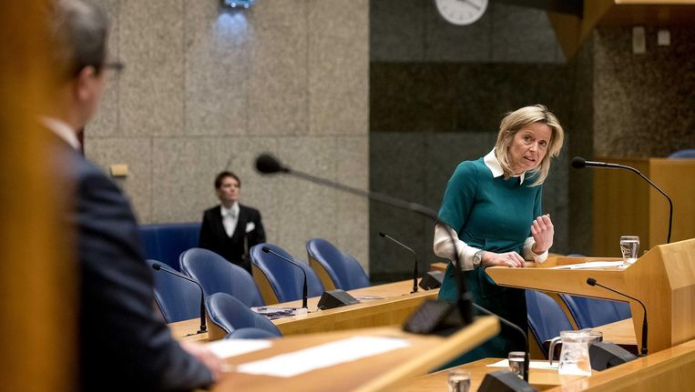 Minister Kajsa Ollongren tijdens het wekelijkse vragenuur in de Tweede Kamer. Beeld anp