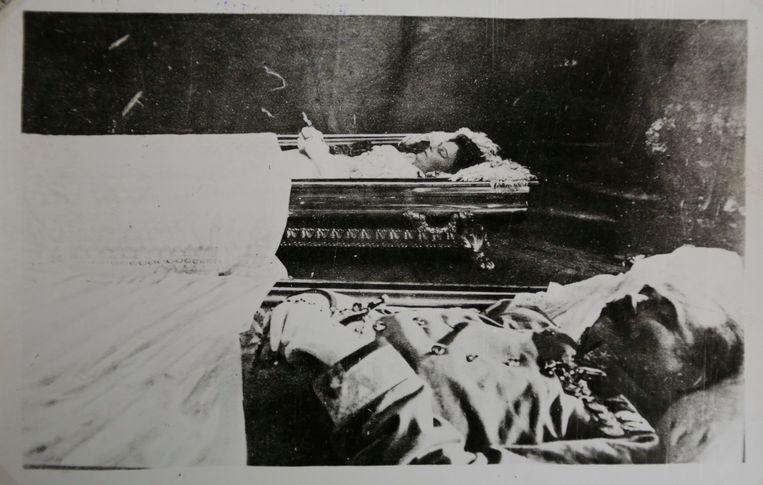 Frans Ferdinand en zijn echtgenote Sophie opgebaard na de aanslag.