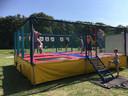 Trampoline-springen is populair tijdens de Wijkheldendag van de Dar op scoutingterrein St Walrick in Overasselt.