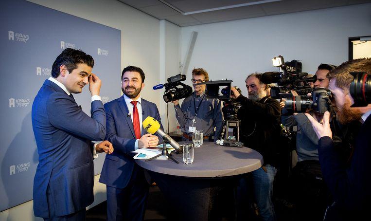 Tunahan Kuzu (L) en Selcuk Ozturk tijdens de presentatie van hun nieuwe politieke beweging Denk. Beeld anp