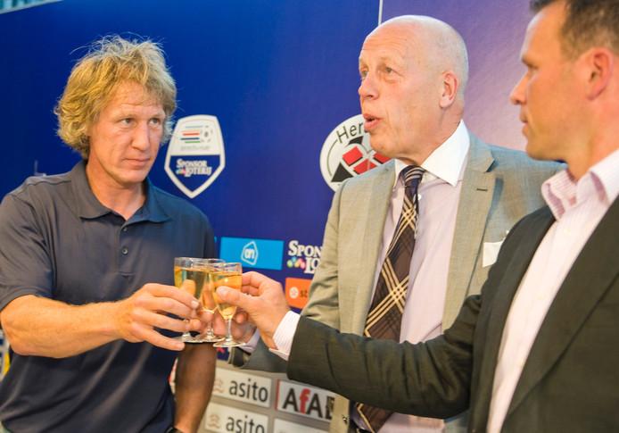 Jan Smit tussen Gertjan Verbeek (links) en Nico-Jan Hoogma. Foto: Wouter Borre