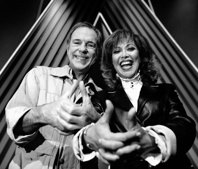 Jos Brink en Sandra voor een aflevering van Wedden Dat?, in 2005. Brink overleed twee jaar later.