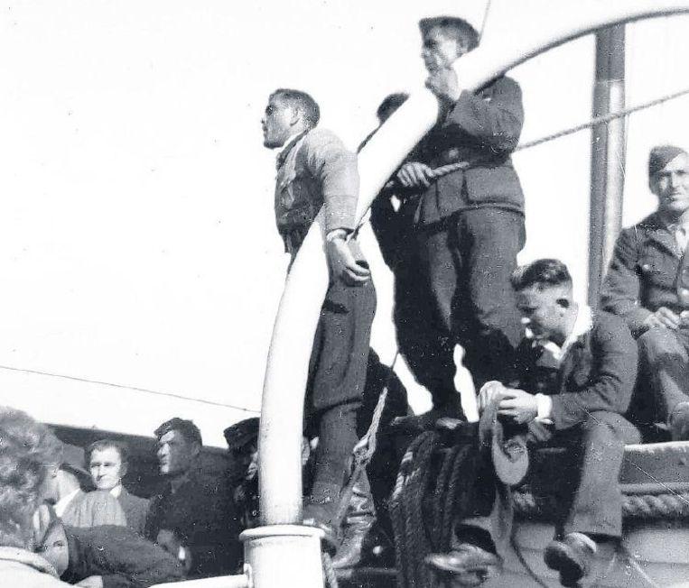 De Georgische militaire leider Congladze bedankt Texelaars voor hun hulp. Beeld www.derussenoorlog.nl