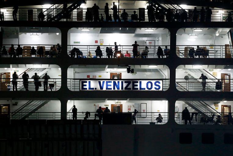 Sinds zondag deed het schip dienst als drijvend onderdak en registratiecentrum voor Syrische vluchtelingen.