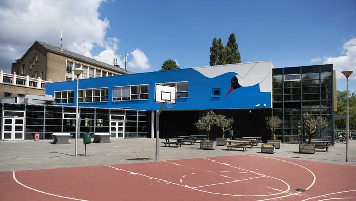 De Hugo de Grootschool in Rotterdam krijgt drie ton sponsorgeld. Ook andere scholen hebben interesse.