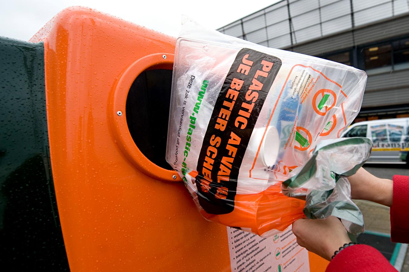 Archieffoto van een vuilniszak voor verpakkingenafval.
