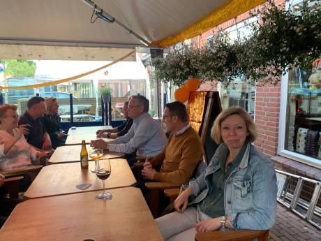 Foto op terras brengt burgemeester Laarbeek 'zwaar in verlegenheid'
