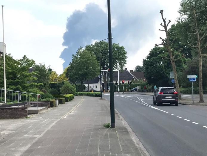 De rook is in de wijde omtrek te zien
