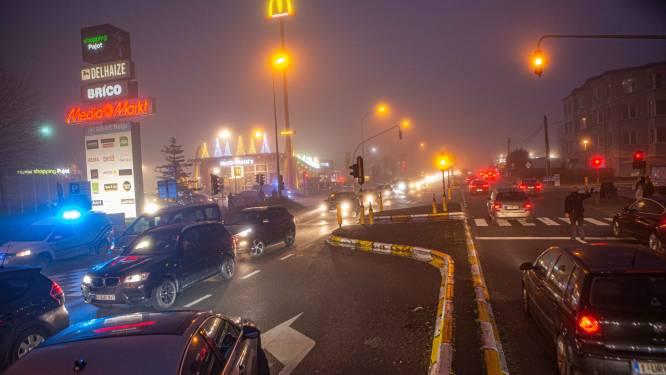 Verkeersinfarct op Bergensesteenweg: politie moet parking Shopping Pajot afsluiten