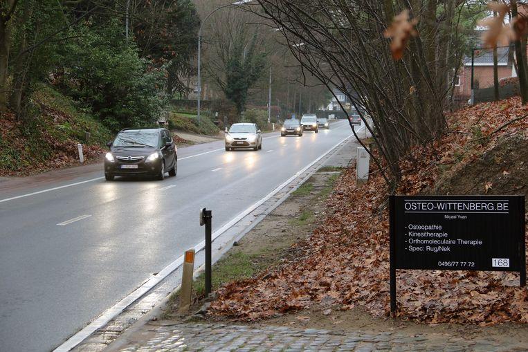 De vrije fietspaden aan de Poederleeseweg zouden oorspronkelijk al in 2019 worden aangelegd maar het dossier loopt vertraging op.
