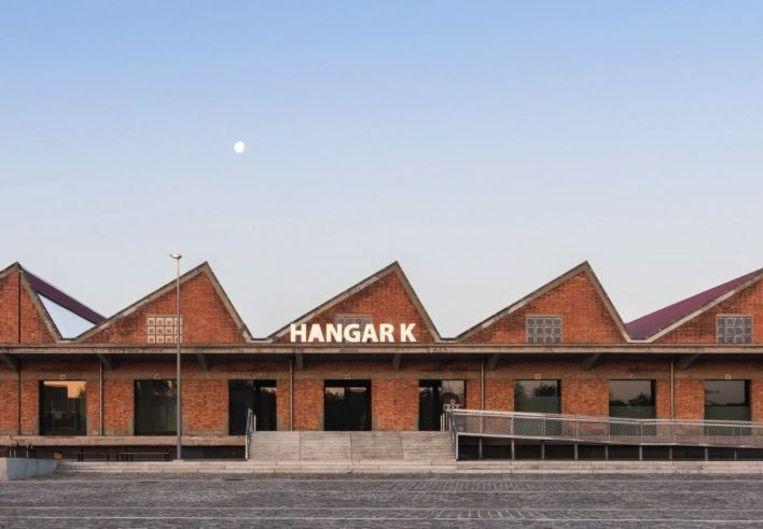 Hangar K op het Nelson Mandelaplein.