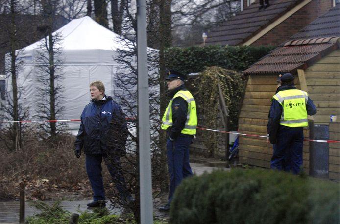 6 maart 2007:  Aan de Oranjehof in Hengelo (Gld.) heeft een ,,zeer traumatische gebeurtenis'' afgespeeld, meldt de politie. Even later worden drie  doden in de woning gevonden: twee kinderen en hun moeder. De vader van het gezin ligt in zeer zorgwekkende toestand in het huis.