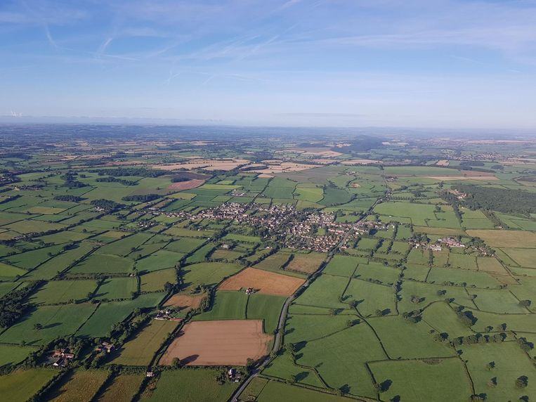 Wie het Engelse platteland in het zuidwesten van Engeland wil bewonderen, doet dat best vanuit de lucht, in een heteluchtballon.