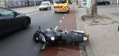 Motorrijder gewond bij aanrijding in Eindhoven, parkerende automobilist zag hem over het hoofd
