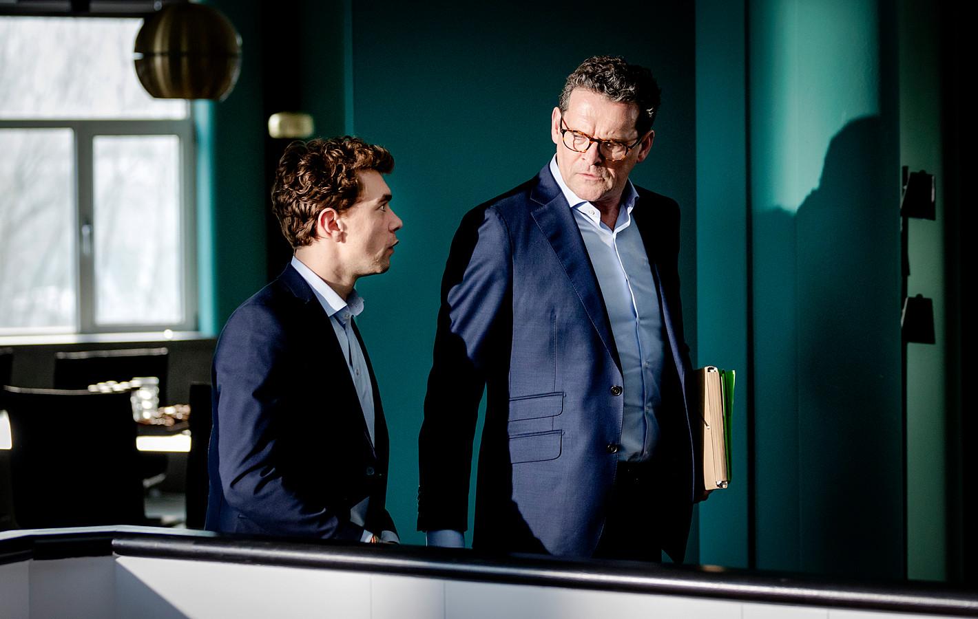 Bram Suijker en Mark Rietman op de set van de nieuwe dramaserie Zuidas.