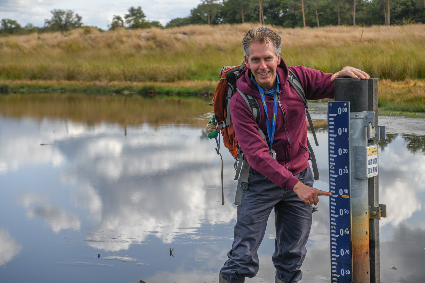 Al sinds een jaar of tien meet Rimbaud Lapperre bijna wekelijks de waterstand van het Langven in Best.