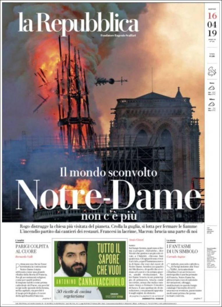 'De wereld is overstuur: de Notre-Dame is er niet mee' schrijft de Italiaanse krant. Beeld La Repubblica