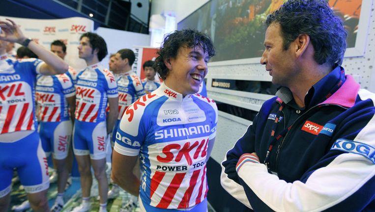 Een lachende Kenny van Hummel in gezelschap van ploegleider Rudie Kemna (R). Foto ANP Beeld
