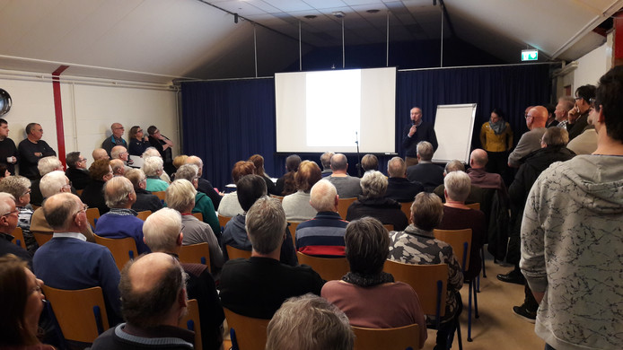 Overvol dorpshuis in Hoek bij presentatie toekomstplannen.