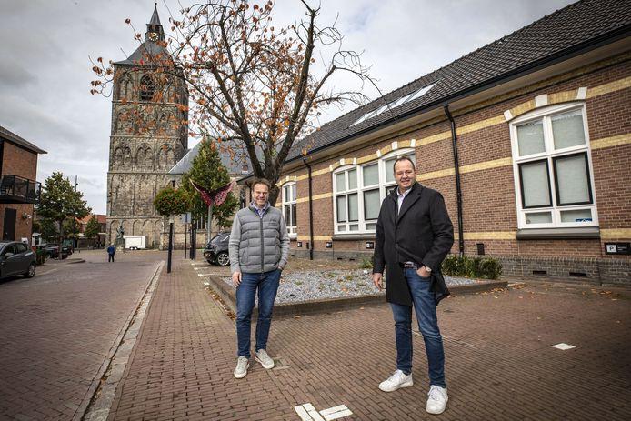 Bart (links) en Tim Grönefeld, de horlogebroers, hebben het pand gekocht waarin vroeger VVV was gevestigd.