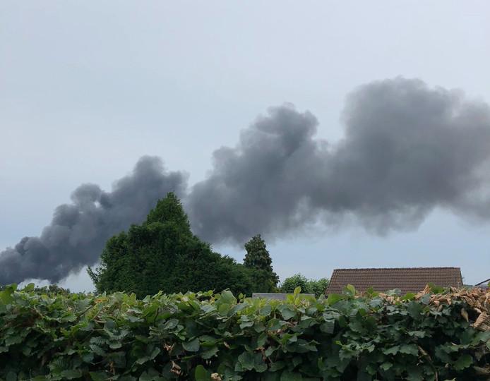 De brand in Overpelt van een afstandje.