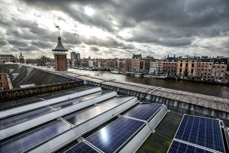 Op het dak van Museum de Hermitage staan 316 zonnepanelen, het is hiermee het eerste rijksmonument met museum functie dat is uitgerust met zonnepanelen .  Beeld Raymond Rutting / de Volkskrant