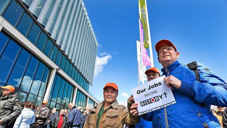 Personeel van AkzoNobel demonstreert tegen de overnameplannen van het Amerikaanse PPG. Beeld null